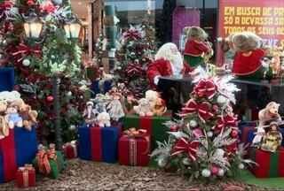 Comerciantes de Blumenau esperam 3% de crescimento nas vendas do Natal deste ano - Há quase dois meses da data mais lucrativa do ano para o comércio, as lojas já estão decoradas para a festa.