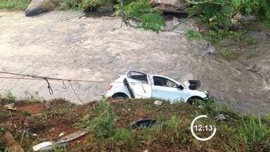 Duas pessoas morrem após acidente na Rodovia Pedro David em São José - Outras três pessoas se feriram e estão internadas no hospital.
