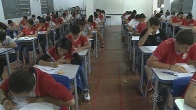 Estudantes de escolas públicas e particulares disputam melhores resultados no Enem - Na reta final, simulados são feitos em várias instituições.