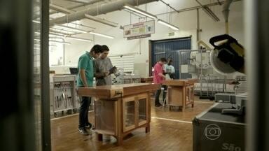 Desafio do Conhecimento mostra talentos de jovens marceneiros - Eles construíram móveis multifuncionais