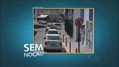Sem noção: internauta registra motoristas estacionando em local proibido - Carros pararam em ruas estreitas e com estacionamento proibidos.