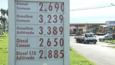 Aumento da gasolina e do diesel preocupa consumidores - O DFTV passou por dez postos de gasolina de todo o Distrito Federal. Em alguns estabelecimentos, o aumento no preço do combustível ainda não foi repassado para o consumidor.