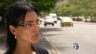 Justiça do Rio mantém condenação da agente de trânsito - Luciana Silva Tamburini tem que pagar R$ 5 mil por danos morais ao juiz João Carlos de Souza Correa, que foi parado em uma blitz da Lei Seca em 2011.