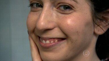 Jane faz tratamento preventivo para acne antes do casamento - A Jane queria garantir que a pele estivesse bonita no grande dia. Ela usava maquiagem quase todo dia para esconder as espinhas. Já para casar sem depender da base, ela procurou uma dermatologista e mudou hábitos, além da técnica da luz pulsada.