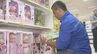 Operação 'Boas Festas' fiscaliza produtos de Natal em Manaus - Ação tem por objetivo verificar 160 mil produtos.Multas podem variar entre R$ 100 e R$ 200 mil, diz Ipem-AM.