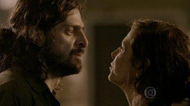 Cora obriga Jairo a levar Fernando para longe de sua casa - Ela promete passar a noite com o companheiro
