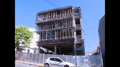 População espera definição da nova Câmara de Vereadores de Santa Maria - Prédio em obras há três anos poderá ser demolido