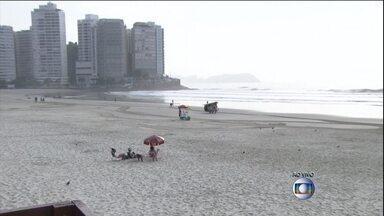 Aumento de turistas causa preocupação quanto ao abastecimento de água no litoral de SP - Com o feriado na capital e em algumas cidades de São Paulo, muita gente foi para o litoral aproveitar as praias. O Guarujá deve receber até 1 milhão de turistas. E a preocupação é com o abastecimento de água.