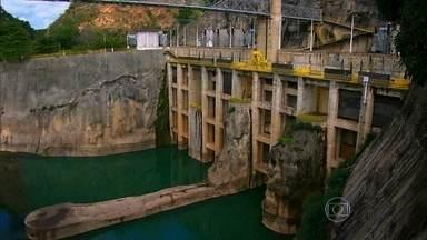 Usinas construídas a partir da década de 60 mexeram com o São Francisco - Esse ano, pela primeira vez, a principal nascente do rio secou. Em alguns trechos, o rio está bem mais fundo, chega a 180 metros de profundidade.