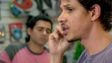 Elivaldo e Cristina combinam de ir juntos ao enterro de Fernando - Já Cora, diz que não vai ao enterro de Fernando