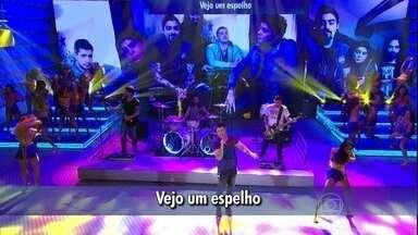 Malta agita o Domingão com a balada 'Memórias' - Plateia do Faustão se empolga com o hit
