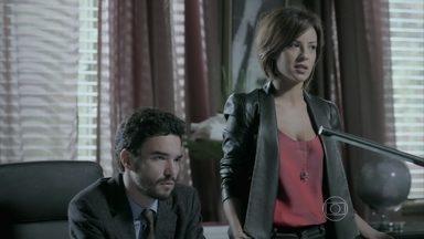 Maria Clara questiona Marta sobre as misteriosas conversas entre a mãe e José Alfredo - Zé Pedro pressiona a mãe