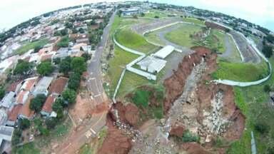 Cratera no poliesportivo de Umuarama pode ter uma solução em breve - As obras de recuperação do local devem começar no próximo ano.