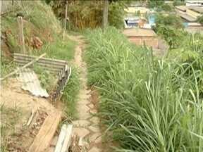Blitz do MG: Moradores do Bairro Caladinho de Cima reclamam da falta de estrutura - Mato alto e falta de iluminação são os principais problemas.