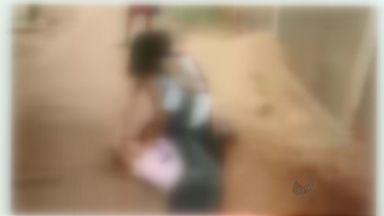 Estudantes brigam próximo à escola em Barretos, SP - Imagens de agressões foram registradas por alunos e colocadas nas redes sociais.
