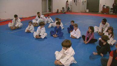 Judô ajuda crianças a aprender princípios importantes para o crescimento - Judô ajuda crianças a aprender princípios importantes para o crescimento.