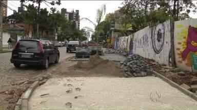 Com obras atrasadas Praça da Espanha deve continuar fechada - Praça já está fechada há cinco meses
