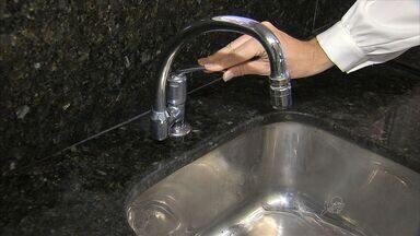 População fica em alerta após anúncio de possível ano de pouca chuva em 2015 - Moradores falam o que fazem para economizar água.