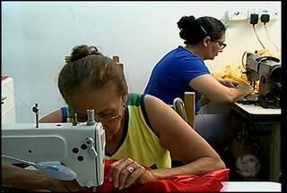 Com a chegada do fim do ano, aumenta a procura pelo trabalho das costureiras - Em Petrolina, tem ateliê que só tem vaga para fevereiro.