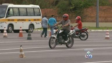 No AM, 2,2 mil vagas são oferecidas para mototaxistas, diz Detran - Curso é necessário para mototaxistas; Detran rebate críticas.
