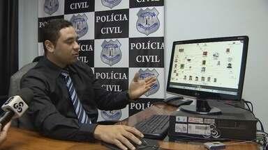 Polícia Civil prende quadrilha suspeita de roubo e falsificação de documentos - Uma operação da Polícia Civil prendeu uma quadrilha suspeita de roubo e adulteração de carros e falsificação de documentos. Durante as investigações, foi descoberta a suspeita de crime eleitoral envolvendo um deputado eleito.