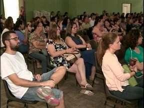 Municipários decidem não participar dos debates para alterações do plano de carreira - SIMP discutiu plano de carreira e piso salarial do magistério em assembléia