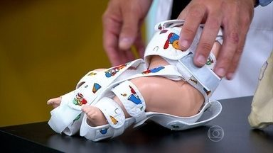 Entenda a diferença entre órtese e prótese - A órtese é um dispositivo externo que auxilia a função. É usada quando a pessoa ainda não perdeu o movimento. Já a prótese substitui a função de um membro ou de uma articulação.