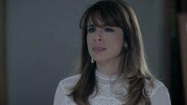 Danielle conta a verdade para José Pedro e Maria Marta - A jornalista decide sair da mansão e Zé Pedro diz aos pais que sairá com a esposa, deixando Marta desesperada