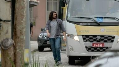 Cardoso segue Jairo - Ele não percebe que é vigiado