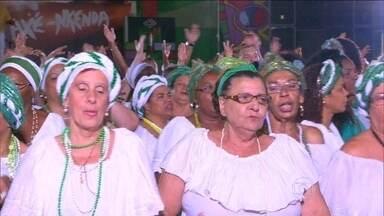 """Samba enredo da Imperatriz homenageia Nelson Mandela - O enredo da Imperatriz Leopoldinense é: Axé, Nkenda! Um Ritual de Liberdade """"e que a voz da igualdade seja sempre a nossa voz"""". Trata-se de um grito de liberdade contra o preconceito racial, com uma linda homenagem a Nelson Mandela."""