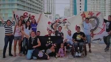 Laje da Fiel: em Miami, torcedor faz festa durante jogos do Corinthians - Mesmo à distância, ele segue torcendo e incomodando os vizinhos americanos