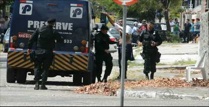 Motorista de carro forte feito refém evita falar sobre o assalto na Paraíba - Ele passou algumas horas acreditando ter bomba presa ao seu corpo.