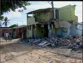 Cerca de 300 casas de comunidade de campos, RJ, estão sendo demolidas pela prefeitura - Cerca de 300 casas de comunidade de campos, RJ, estão sendo demolidas pela prefeitura