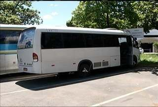Três pessoas são presas e 18 veículos são apreendidos em BRs do Norte de MG - Veículos faziam transporte irregular de passageiros.