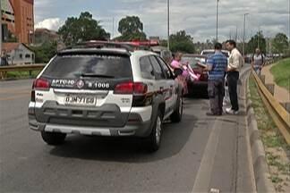 Polícia faz reconstituição de acidente que matou pai e filha em Itaquaquecetuba - Eles estavam em um veículo que foi atingido de frente por outro em 2012.