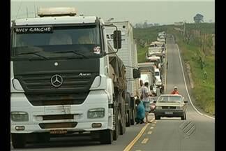 Trecho da BR-155 é liberado por manifestantes - Bloqueio de integrantes do MST durava quase três dias.