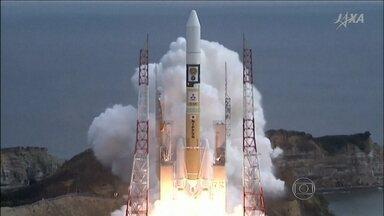 Japão lança uma nova sonda espacial com sucesso - Ela vai coletar dados de um asteroide, onde os cientistas acreditam haver água e substâncias orgânicas. O objetivo dos pesquisadores é estudar a evolução do sistema solar.