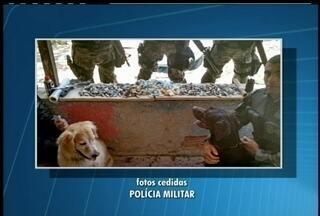 Drogas e um arma foram apreendidas em operação realizada em Cabo Frio nesta quarta-feira - A operação foi uma ação conjunta entre as polícias civis e militar nas comunidades do Jacaré e Beco do Rato.