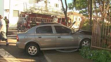 Quatro ficam feridos em acidente na zona norte de Ribeirão Preto - Colisão entre dois carros ocorreu no cruzamento das ruas Marquês de Pombal e Rio de Janeiro, nos Campos Elíseos. Segundo a PM, um dos motoristas não respeitou o sinal de parada.