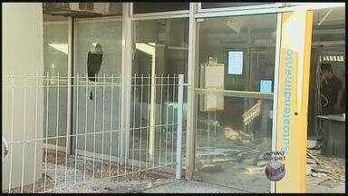 Grupo explode caixa eletrônico em agência no Centro de Cravinhos, SP - Furto ocorreu na madrugada desta quinta-feira (4), mas nenhum dos suspeitos foi identificado ou preso.