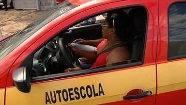 Regras para emissão de carteiras de motorista sofrem alterações, em Goiás - O número de aulas práticas aumentou para 24h e deixa o processo mais caro.
