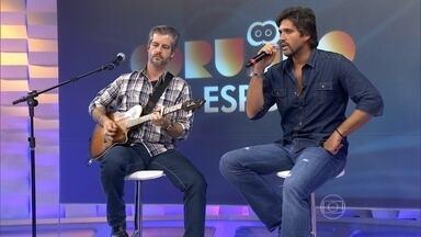 Victor e Léo tocam sucessos no Corujão do Esporte - Convidados do programa cantam músicas famosas da carreira da dupla.