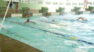 Baixo nível do Lago de Itaipu faz equipe brasileira de canoagem adaptar treinos - Eles treinam no canal de águas bravas, mas agora se revezam em treinos na piscina e no Lago de Itaipu, fora do canal.