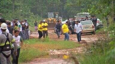 Moradores são retirados de área ambiental em Cuiabá - Moradores são retirados de área ambiental em Cuiabá.