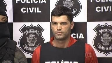 Novos exames revelam que serial killer preso em Goiás fez mais vítimas - De acordo com os exames de balística, o vigilante Tiago Rocha fez mais vítimas do que as 13 já comprovadas pela polícia. Mais três crimes foram detectados.