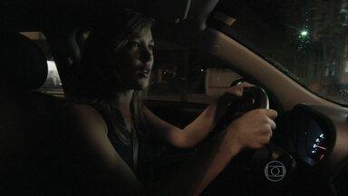 Amanda procura por Leonardo - Cláudio conversa com Beatriz sobre o rapaz