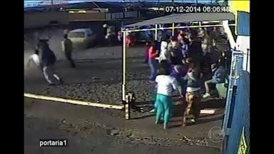 Motorista que atropelou duas mulheres no Paraná se apresenta à polícia - O rapaz, de 22 anos, disse que não conhecia as vítimas e fugiu do local com medo de ser linchado. Falou que tinha passado a noite numa festa com amigos. Ele voltava para casa quando dormiu ao volante.