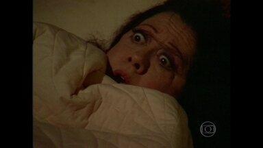 Reveja! Fernanda Montenegro leva baita susto em Cambalacho - Consuelo Leandro se passou por fantasma em 1986