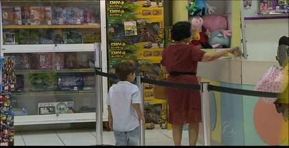 Especialista comenta no Bom Dia Paraíba influência de crianças durante compras de natal - Veja maneiras de satisfazer o desejo das crianças sem gastar muito.