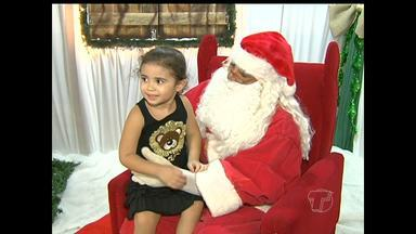 Casinha do Papai Noel é aberta na praça Barão de Santarém - Espaço ficará aberto até o dia 21 de dezembro e terá visitação todas as noites.